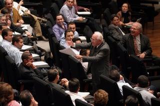Carlos Llano en sesión